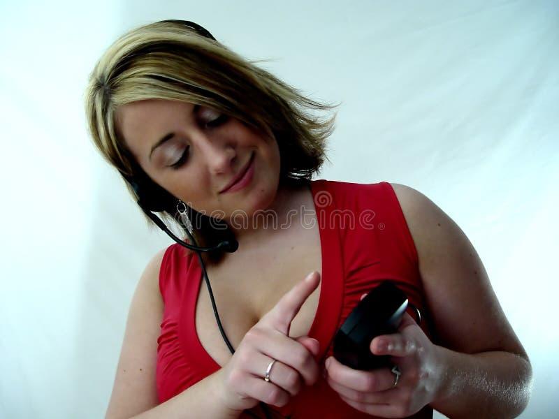 拨号的电话妇女 免版税图库摄影