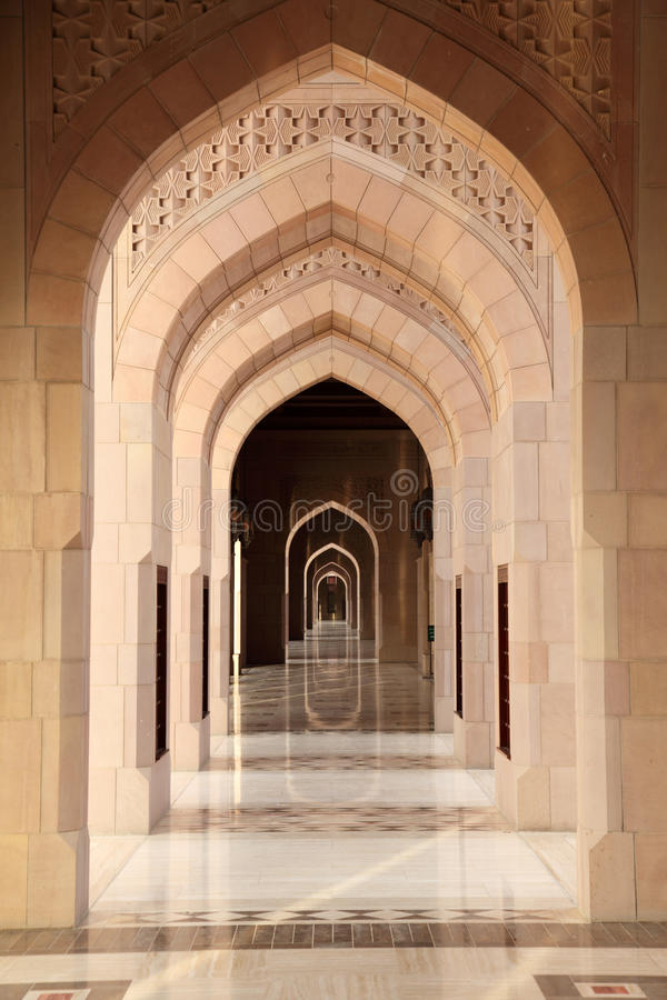 拱道全部里面清真寺 免版税图库摄影