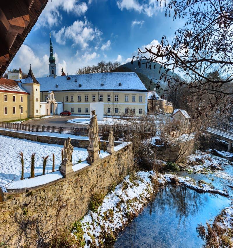 拱道和海利根克罗伊茨修道院的内在围场  图库摄影