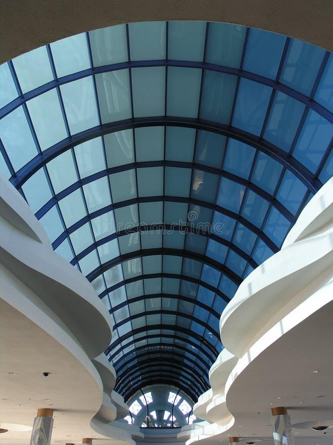 拱道蓝色玻璃舍入 免版税库存照片