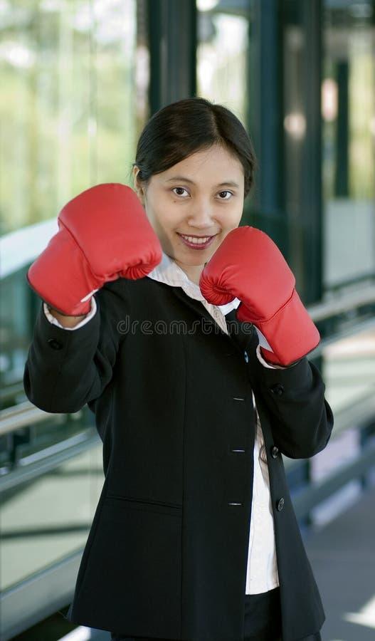 拳击女实业家手套 库存图片