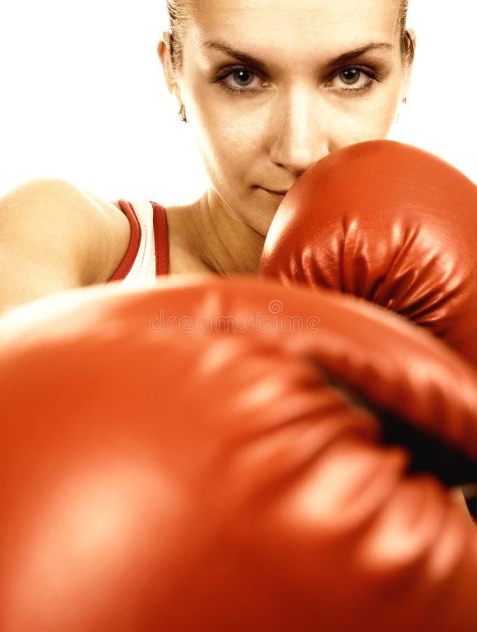 拳击红色女孩的手套 免版税库存图片