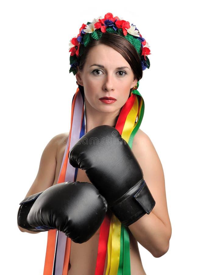 拳击露胸部女孩的手套 库存照片