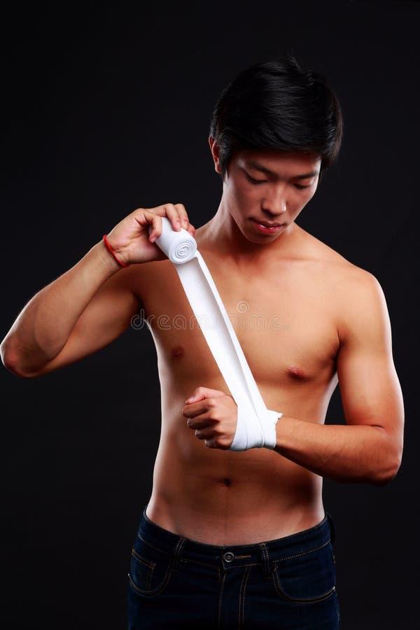 拳击手为战斗做准备 图库摄影