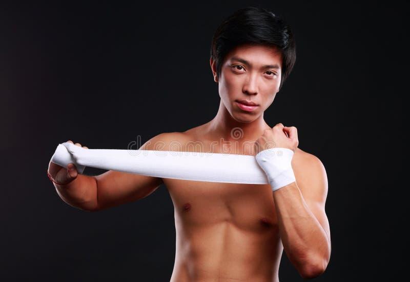 拳击手为战斗做准备 库存照片