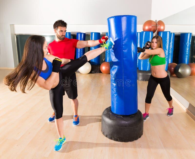 拳击aerobox妇女小组个人教练员 免版税图库摄影