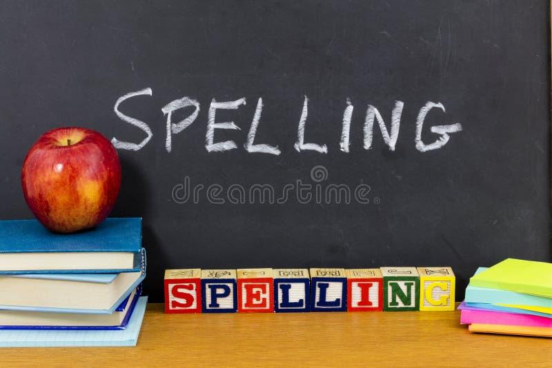 拼写学会学生笔记本书学校书桌 免版税库存图片