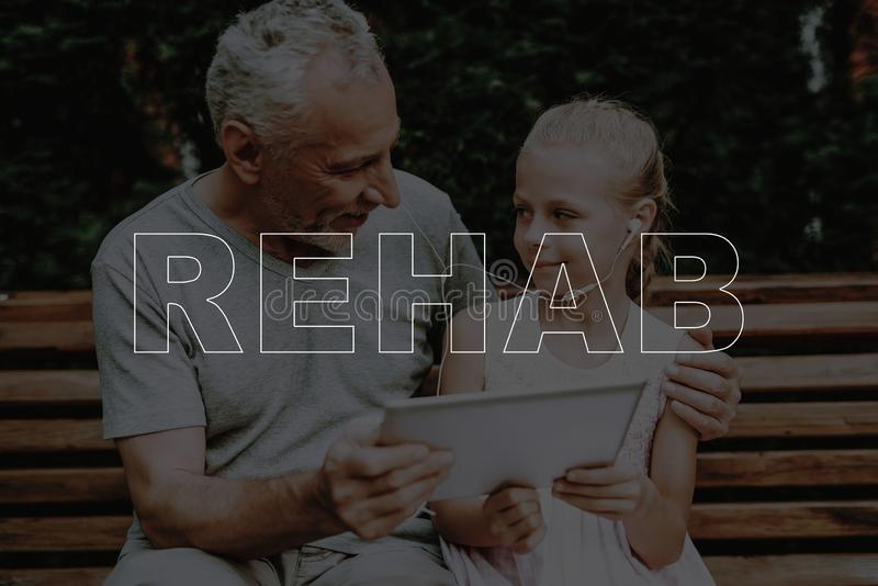 拼贴画修复祖父和孩子在公园坐 免版税库存照片