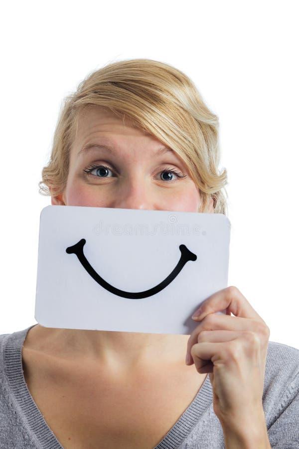 拿着一个微笑的心情委员会的某人的愉快的画象 免版税库存照片