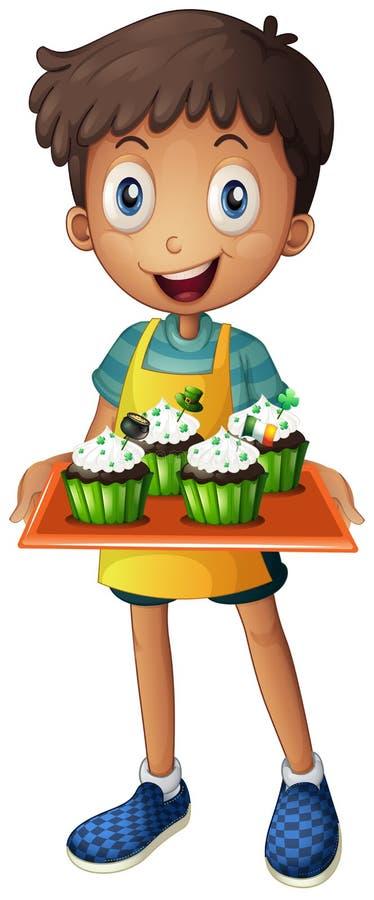 拿着一个盘子用杯形蛋糕的一个年轻男孩 皇族释放例证