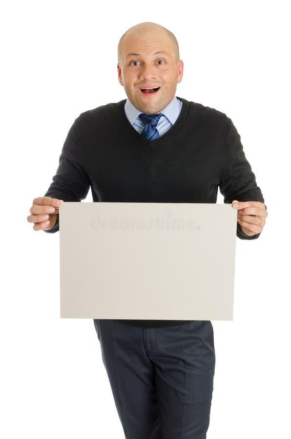 拿着一个空白的委员会的大胆的人 免版税库存图片