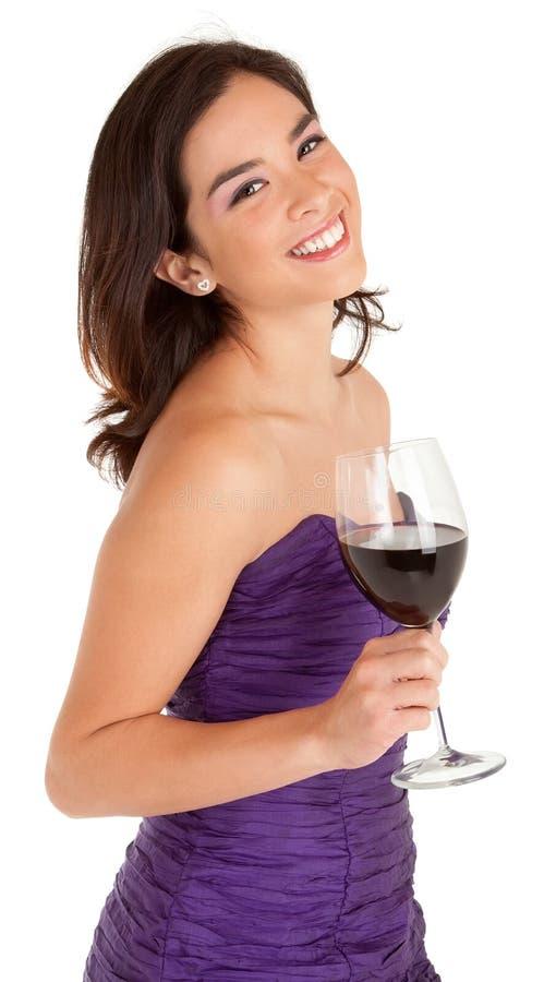 拿着一杯酒的美丽的微笑的妇女 库存图片