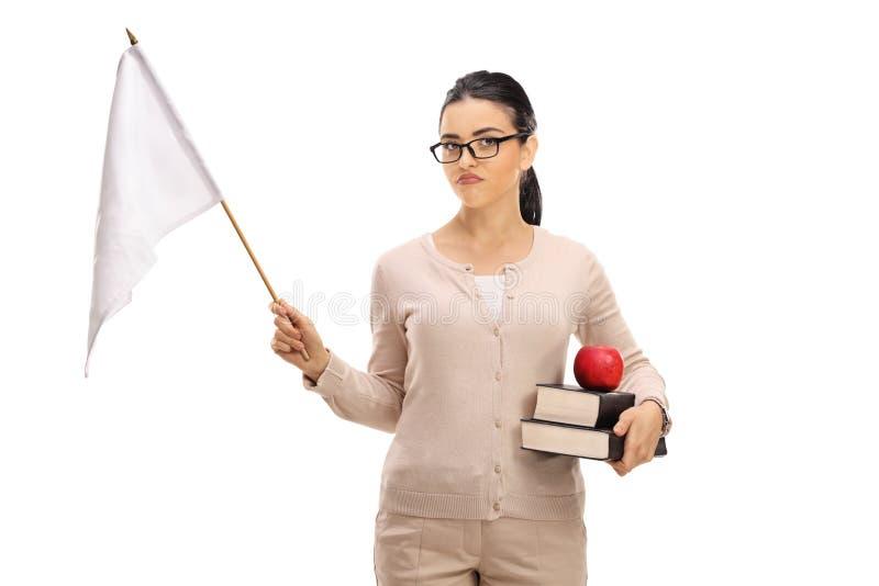 拿着一面白旗的失望的女老师 图库摄影