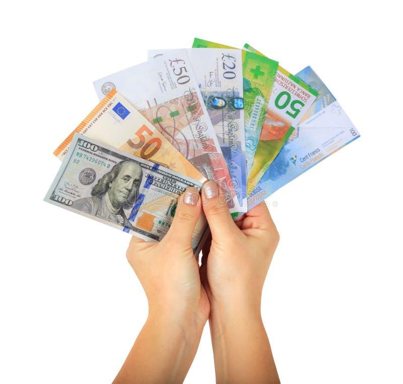 拿着不同的金钱纸钞票的女性手 图库摄影