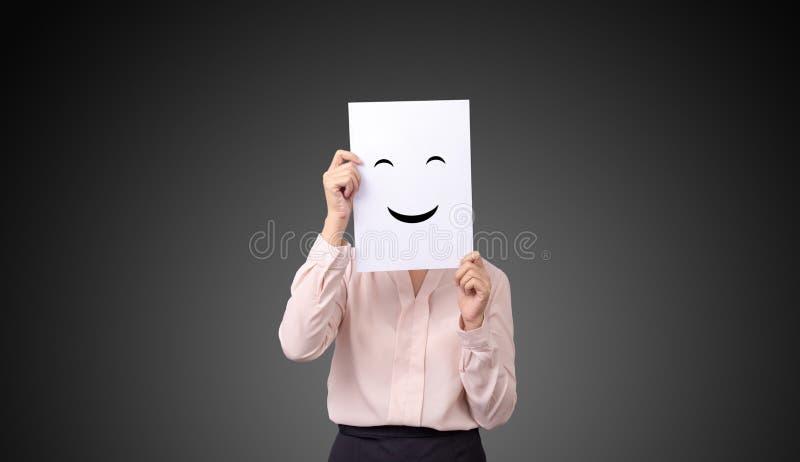 拿着与图画表情例证情感感觉面孔的女实业家一张卡片在白皮书 图库摄影