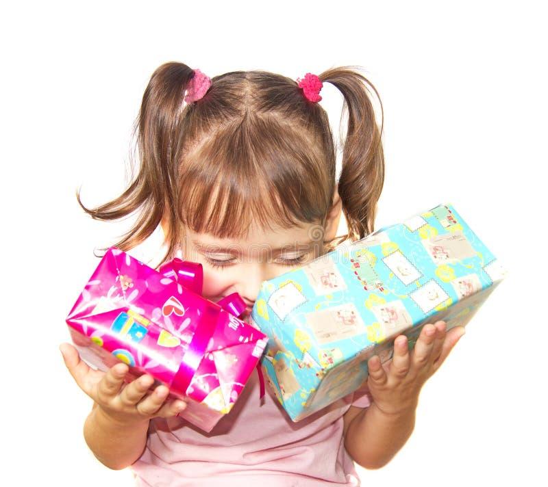 拿着两礼物盒的小女孩 图库摄影