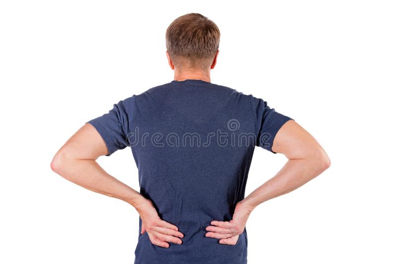 拿着他在白色背景的人痛苦的被激起的腰部 医疗保健和医学 遭受背部疼痛 图库摄影