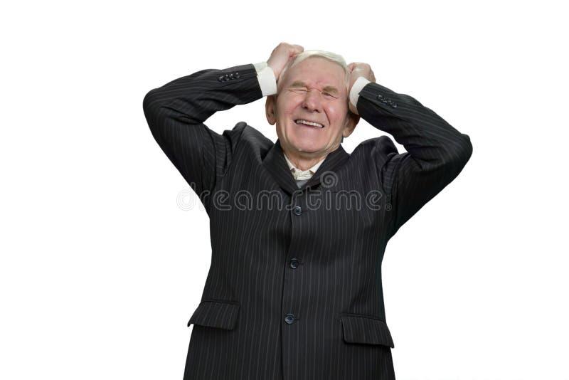 拿着他的头沮丧地的老人 免版税库存照片