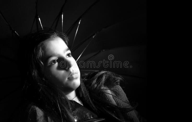 拿着伞的女孩 库存照片