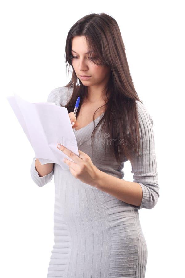 拿着办公室页纸女工 免版税库存图片