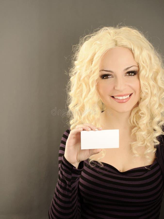 拿着卡片的女孩 库存图片
