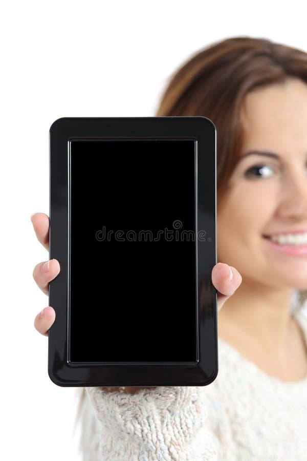 拿着和显示一个空白的片剂个人计算机屏幕的妇女手 库存图片