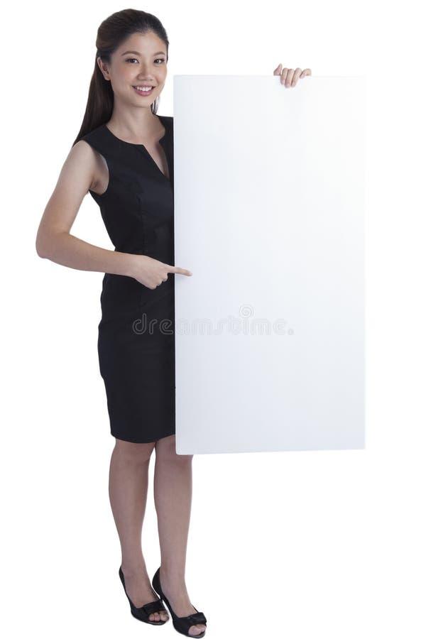 拿着商业标志的女实业家 库存图片