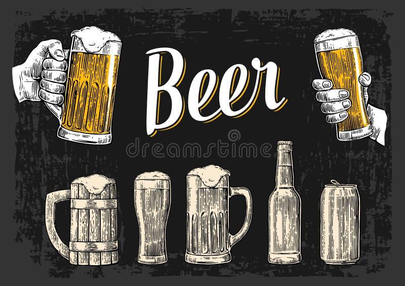 拿着啤酒杯杯子的两只手 玻璃,罐头,瓶 葡萄酒传染媒介网的板刻例证,海报 皇族释放例证