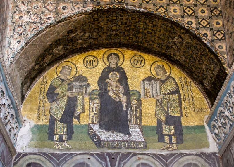 拿着在圣索非亚大教堂里面的圣母玛丽亚的马赛克耶稣 免版税库存照片