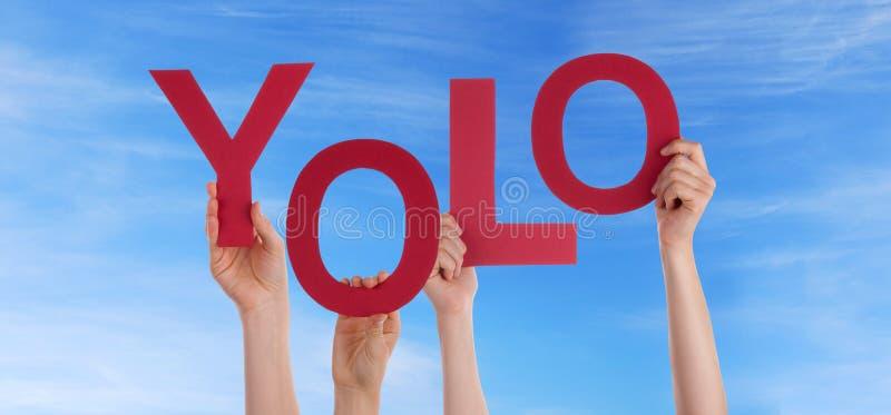 拿着在天空的手Yolo 免版税库存图片