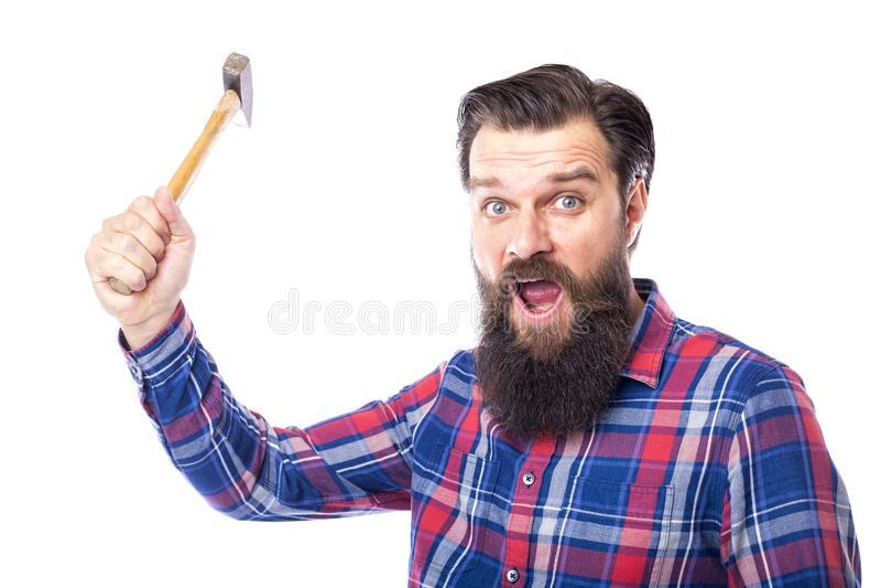 拿着在白色的有胡子的人锤子 免版税库存照片