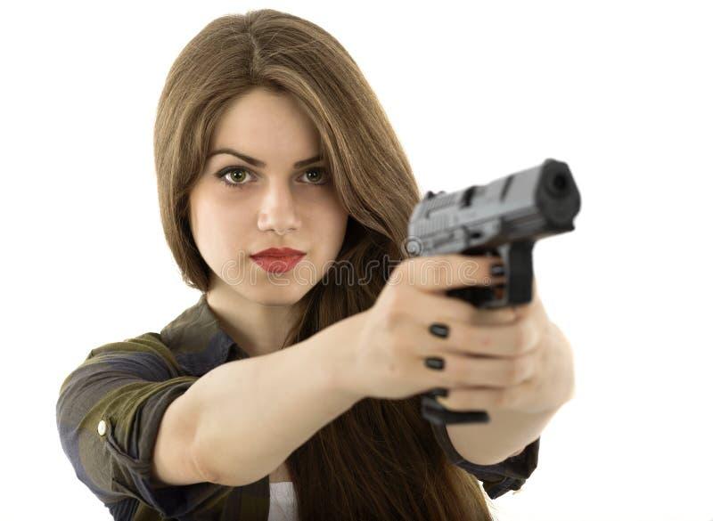 拿着在白色背景的美丽的妇女一杆枪 图库摄影