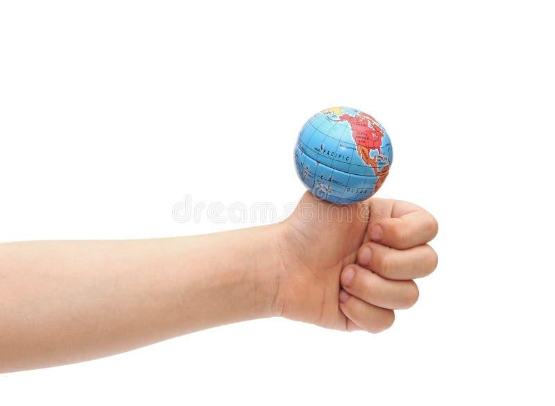拿着在他的手指的儿童的手地球 库存图片
