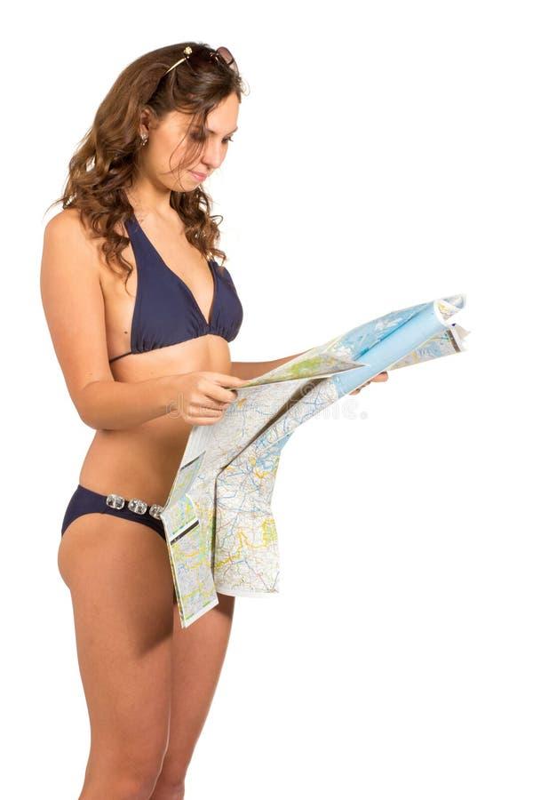 拿着地图的愉快的妇女-被隔绝在白色背景 免版税库存图片