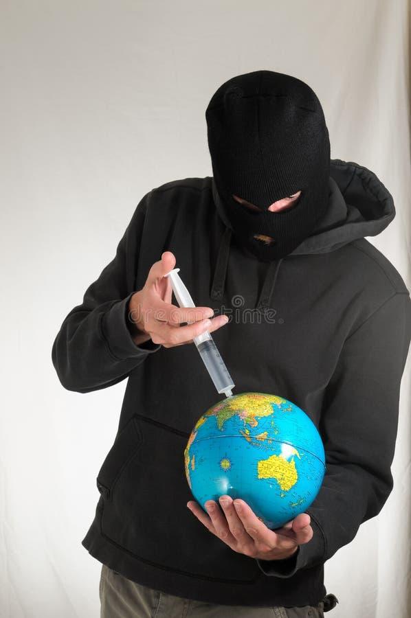 拿着地球地球的人 免版税库存图片