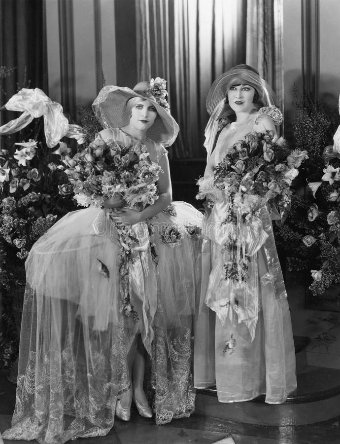 拿着大花束的妇女画象  免版税图库摄影