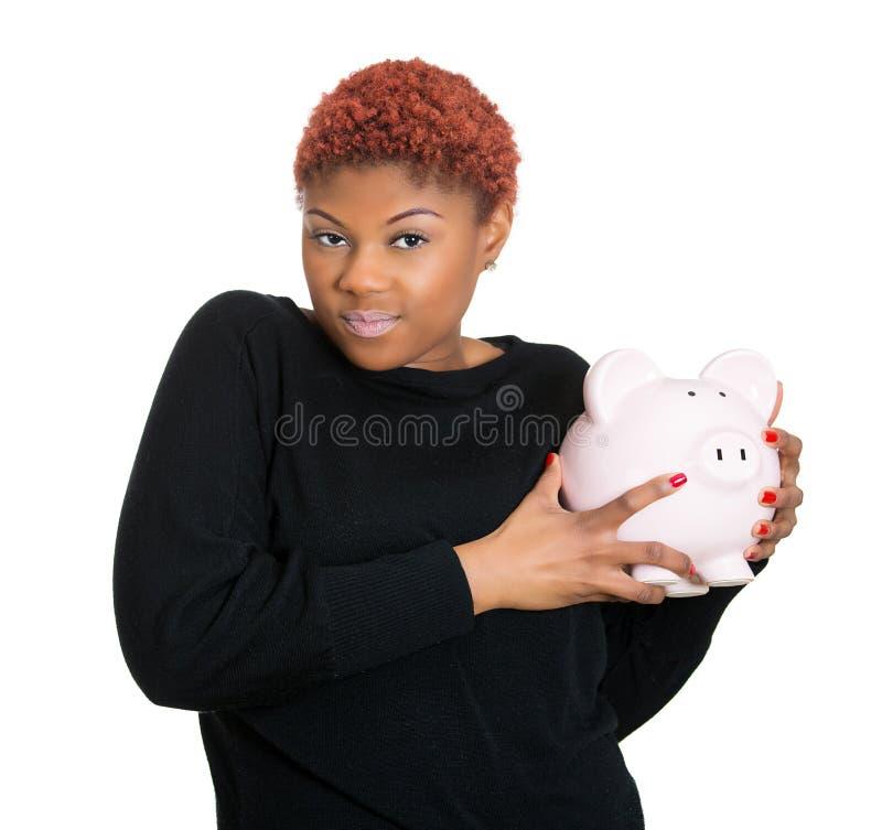 拿着存钱罐的妇女,保护仅她的储款 免版税库存图片