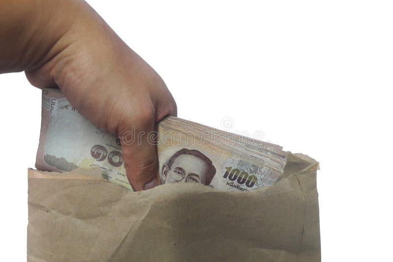 拿着很多1,000泰铢泰国钞票的手被隔绝在与裁减路线的白色背景 免版税库存图片