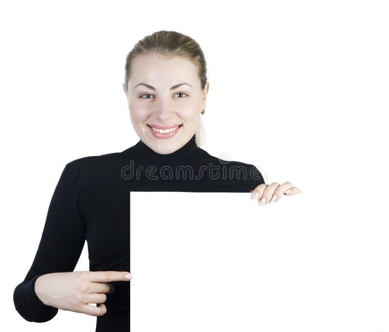 拿着您的新美丽的微笑的妇女一个空白空白符号 免版税库存图片