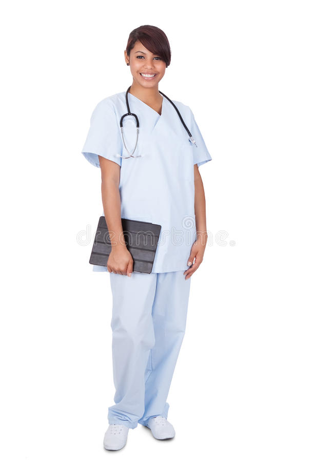 拿着数字式片剂的女性护士反对白色背景 库存照片