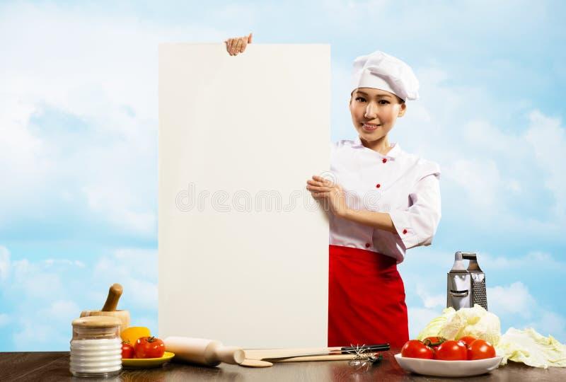 拿着文本的女性主厨一张海报 图库摄影