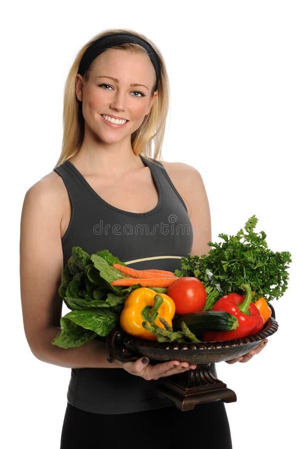 拿着新鲜蔬菜的少妇 免版税库存图片