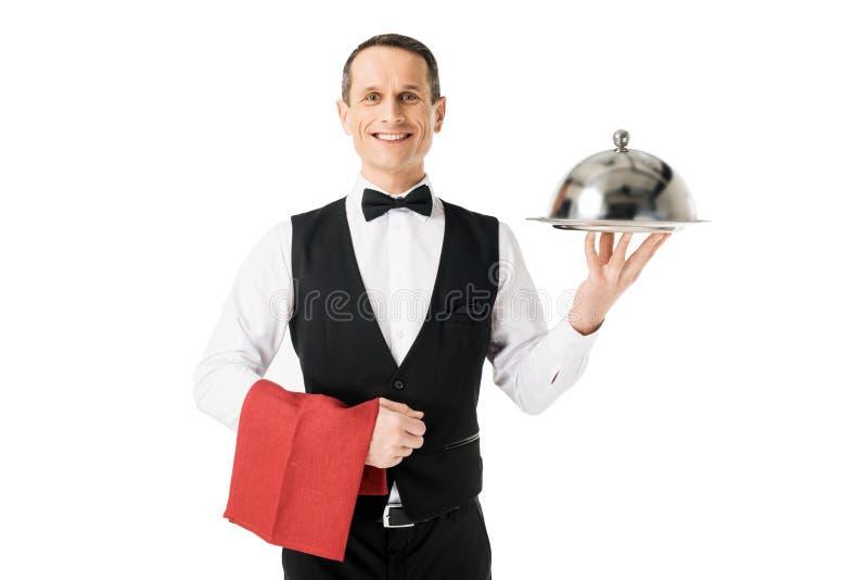 拿着有盖子的典雅的侍者服务盘子 库存照片