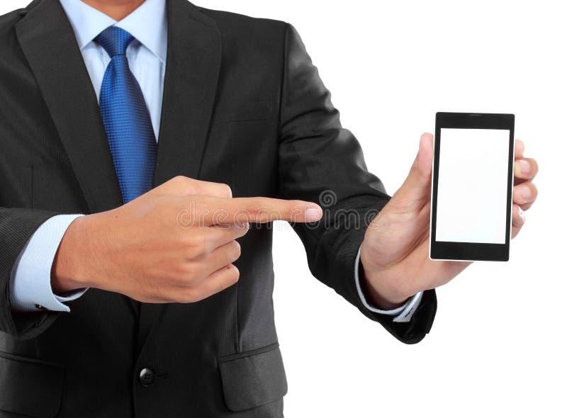 拿着有黑屏的商人流动巧妙的电话 免版税库存照片