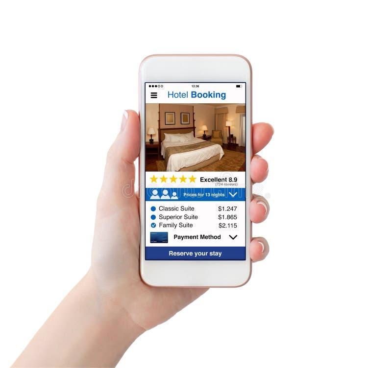 拿着有app旅馆预定屏幕的妇女手白色电话 免版税库存图片