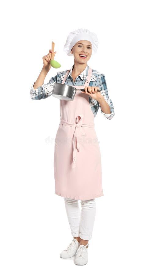 拿着杓子和平底深锅的女性厨师 免版税库存图片