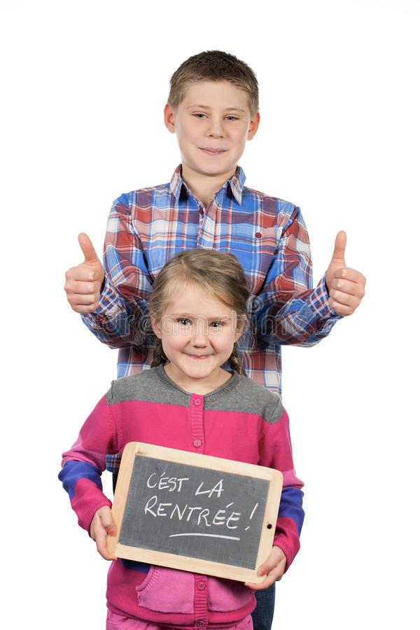 拿着板岩的愉快的孩子 库存图片