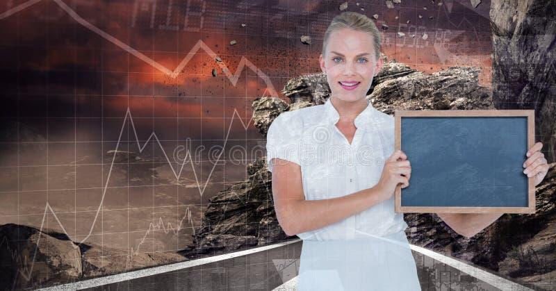 拿着板岩的确信的女实业家 库存照片
