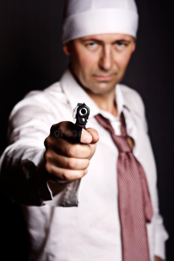 拿着枪的人 免版税库存照片