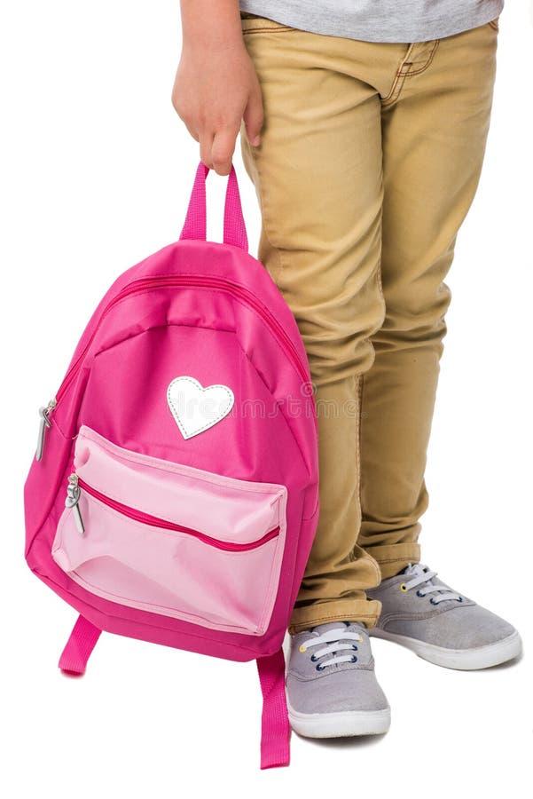 拿着桃红色背包的男小学生播种的射击 免版税库存图片
